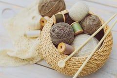 Ράβοντας και πλέκοντας εργαλεία Στοκ Φωτογραφίες