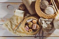 Ράβοντας και πλέκοντας εργαλεία Στοκ Εικόνες