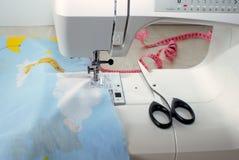Ράβοντας μηχανή και εργαλεία Στοκ εικόνες με δικαίωμα ελεύθερης χρήσης