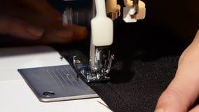 Ράβοντας μηχανή κλείστε επάνω φιλμ μικρού μήκους