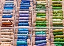 ράβοντας νήματα κεντητική&sigma Στοκ φωτογραφία με δικαίωμα ελεύθερης χρήσης
