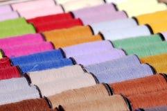 ράβοντας νήμα στοκ εικόνα με δικαίωμα ελεύθερης χρήσης