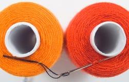 ράβοντας στροφία δύο βελόνων Στοκ φωτογραφίες με δικαίωμα ελεύθερης χρήσης