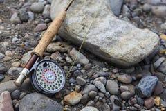 Ράβδος και εξέλικτρο αλιείας μυγών Στοκ εικόνες με δικαίωμα ελεύθερης χρήσης