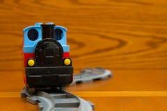 Ράγες παιχνιδιών trainon Μπροστινή όψη Στοκ εικόνες με δικαίωμα ελεύθερης χρήσης