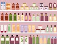 Ράφια με τα ζωηρόχρωμα καλλυντικά προϊόντα στα πλαστικά μπουκάλια Στοκ φωτογραφίες με δικαίωμα ελεύθερης χρήσης
