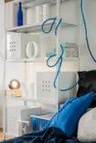 Ράφι μετάλλων στο δωμάτιο Στοκ φωτογραφία με δικαίωμα ελεύθερης χρήσης