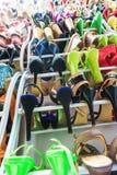 Ράφι με τα θηλυκά παπούτσια Στοκ φωτογραφία με δικαίωμα ελεύθερης χρήσης