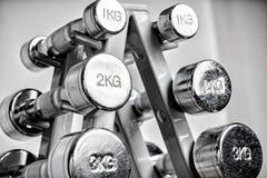 Ράφι με τους αλτήρες μετάλλων Στοκ φωτογραφία με δικαίωμα ελεύθερης χρήσης