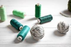 Ράψιμο και μάλλινα νήματα Στοκ εικόνες με δικαίωμα ελεύθερης χρήσης