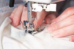 ράψιμο μηχανών χεριών Στοκ εικόνες με δικαίωμα ελεύθερης χρήσης