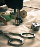 ράψιμο Ράβοντας μηχανή και εργαλεία Στοκ Εικόνες