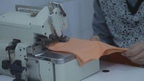 Ράψιμο υφάσματος ραφτών απόθεμα βίντεο