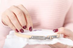 Ράψτε ή κεντήστε τη χρησιμοποίηση του διαγώνιος-stitche-σταυρού στοκ φωτογραφία με δικαίωμα ελεύθερης χρήσης