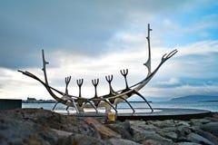 Ρέικιαβικ, Ισλανδία - τον Ιούλιο του 2008: Μνημείο στη βάρκα Βίκινγκ Στοκ φωτογραφίες με δικαίωμα ελεύθερης χρήσης