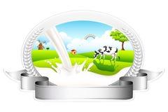 Ρέοντας γάλα με τη βοσκή της αγελάδας απεικόνιση αποθεμάτων