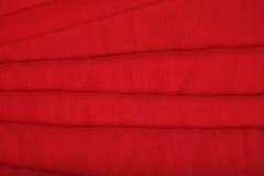 Ρέοντας κόκκινο ύφασμα Στοκ εικόνα με δικαίωμα ελεύθερης χρήσης
