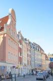 Ρήγα, Λετονία - 10 Αυγούστου 2014 - διάσημη στενή μεσαιωνική οδός οικοδόμησης αρχιτεκτονικής στην παλαιά πόλη Ρήγα, Λετονία στοκ φωτογραφία με δικαίωμα ελεύθερης χρήσης