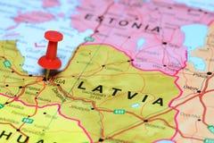 Ρήγα που καρφώνεται σε έναν χάρτη της Ευρώπης Στοκ εικόνα με δικαίωμα ελεύθερης χρήσης