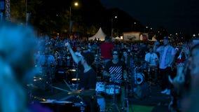 Ρήγα, στις 19 Αυγούστου: εκατοντάδες των τυμπανιστών που αποδίδουν συγχρόνως στην εθνική βαλτική Σύνοδο Κορυφής τυμπανιστών στη Ρ φιλμ μικρού μήκους