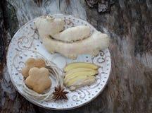 Ρίζα πιπεροριζών και μπισκότα πιπεροριζών Στοκ εικόνες με δικαίωμα ελεύθερης χρήσης