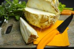 Ρίζα σέλινου - σέλινο σφηνών, πηγή βιταμίνης, φρέσκος υγιής Στοκ Εικόνα