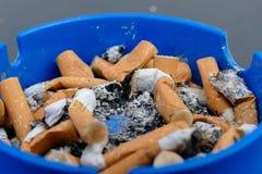Ρίξτε τα χρήματα ashtray στοκ εικόνες