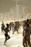 Ρίο Βραζιλιάνοι που παίζει το ποδόσφαιρο παραλιών Altinho Futebol Στοκ εικόνες με δικαίωμα ελεύθερης χρήσης