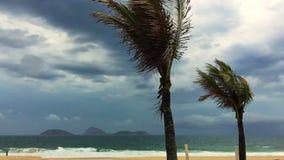 Ρίο ντε Τζανέιρο Βραζιλία παραλιών Ipanema θυελλώδους καιρού απόθεμα βίντεο