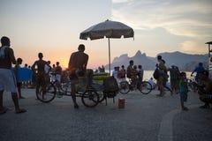 Ρίο ντε Τζανέιρο Βραζιλία Arpoador σκηνής ηλιοβασιλέματος Στοκ φωτογραφίες με δικαίωμα ελεύθερης χρήσης