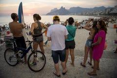 Ρίο ντε Τζανέιρο ηλιοβασιλέματος Βραζιλιάνων Arpoador Στοκ Εικόνες