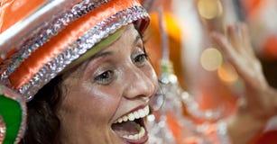 ΡΊΟ ΝΤΕ ΤΖΑΝΈΙΡΟ - ΣΤΙΣ 10 ΦΕΒΡΟΥΑΡΊΟΥ: Μια γυναίκα στο χορό και την αμαρτία κοστουμιών Στοκ φωτογραφία με δικαίωμα ελεύθερης χρήσης