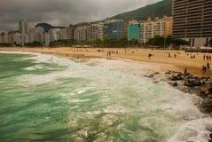Ρίο ντε Τζανέιρο, Copacabana, παραλία λάμα, Βραζιλία: Όμορφο τοπίο με τις απόψεις θάλασσας και παραλιών Η διασημότερη παραλία στο στοκ φωτογραφία με δικαίωμα ελεύθερης χρήσης