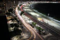 Ρίο ντε Τζανέιρο Copacabana τή νύχτα Στοκ φωτογραφία με δικαίωμα ελεύθερης χρήσης
