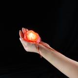 Ρίψη της παραφίνης από ένα φλεμένος κερί στοκ εικόνες