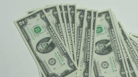 Ρίψη των χρημάτων κάτω από τον πίνακα απόθεμα βίντεο