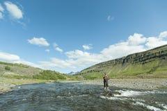 Ρίψη Flyfisherman Στοκ φωτογραφία με δικαίωμα ελεύθερης χρήσης