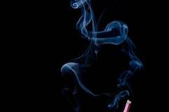 Ραβδί θυμιάματος με τον καπνό Στοκ φωτογραφίες με δικαίωμα ελεύθερης χρήσης