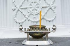 Ραβδί κεριών και καυστήρας Insense στο πάτωμα ναών Στοκ Εικόνα