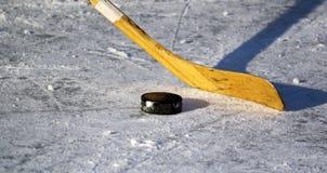 ραβδί σφαιρών χόκεϋ Στοκ φωτογραφία με δικαίωμα ελεύθερης χρήσης