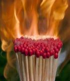 Ραβδιά αντιστοιχιών αναμμένα στην πυρκαγιά Στοκ φωτογραφία με δικαίωμα ελεύθερης χρήσης