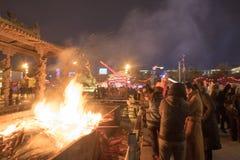 Ραβδιά θυμιάματος, είδωλο-ραβδιά, θρησκεία, κινέζικα, Hohhot που καίνε υπαίθρια τη νύχτα Στοκ εικόνα με δικαίωμα ελεύθερης χρήσης
