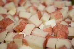 Ραβδιά καβουριών στη σαλάτα στοκ εικόνα με δικαίωμα ελεύθερης χρήσης