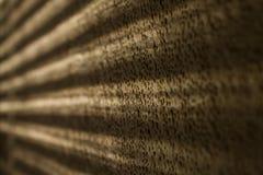 Ραβδώσεις του φωτός στον τοίχο στοκ εικόνες