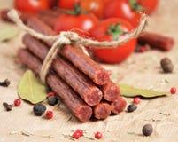 Ραβδιά ή λουκάνικα βόειου κρέατος Στοκ εικόνες με δικαίωμα ελεύθερης χρήσης