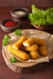 Ραβδιά τυριών μοτσαρελών με το κέτσαπ Στοκ εικόνα με δικαίωμα ελεύθερης χρήσης