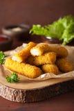 Ραβδιά τυριών μοτσαρελών με το κέτσαπ Στοκ Εικόνες