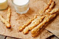 Ραβδιά ψωμιού τυριών με το γάλα Στοκ φωτογραφία με δικαίωμα ελεύθερης χρήσης