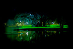 Ραβδώσεις του φωτός από μια υπερέκθεση βραδιού Στοκ Εικόνες