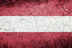 Ραγισμένη γη backround με το συνδυασμό της σημαίας της Αυστρίας Στοκ Εικόνα